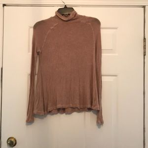 Free People lightweight turtleneck camel SMALL